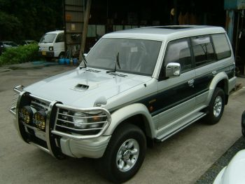 mitsubushl pajero 2800cc TDi for sale UK registered algys autos UK.